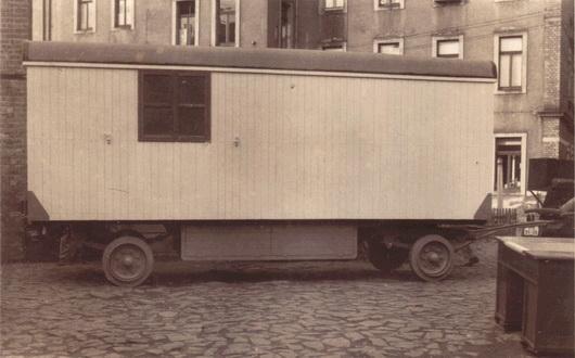Aufbau - Umbau Anhänger Bauwagen Seitenansicht